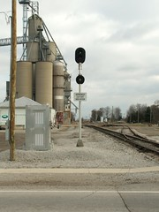 INER_Edon-OH_CrossingSignalIndicator_112808-1 (C Telles) Tags: railroad ohio train crossing elevator grain indiana signal northeastern indicator edon