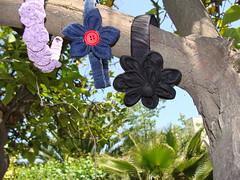 CINTILLO CON FLORES FUXICO (PAREMI) Tags: tiara flor fuxico arco tecido vincha cintillo casquete
