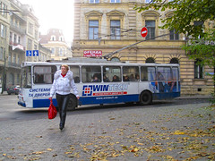 Троллейбус (Minarge) Tags: november autumn red fall transport deadleaves lviv ukraine trolleybus україна троллейбус украина львів