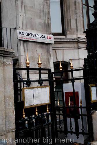 Knightsbridge Road Sign