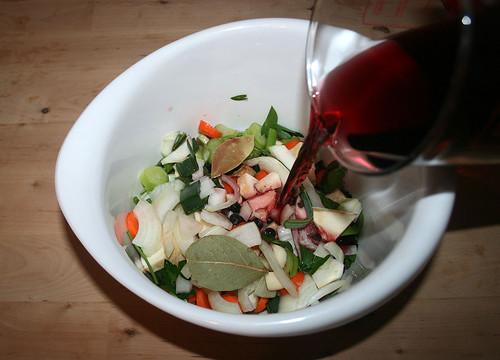 16 - Mit Wein und Rotweinessig aufgießen