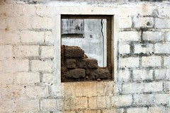 Composition: wall with mudbricks
