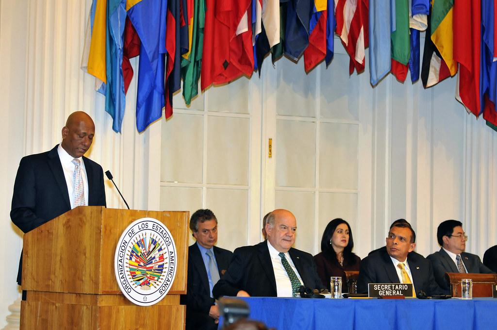 Permanent Council Hosts President of Honduras