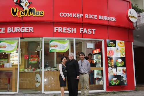 UH President Greenwood in Hanoi with UH alumnus at one of his businesses