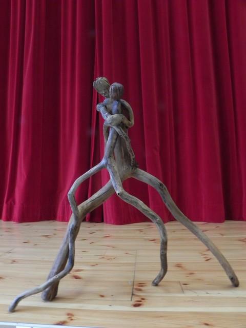 Couple de danseurs enlacés