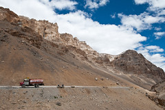 (Johan Assarsson) Tags: india mountain mountains highway kashmir himalaya ladakh jammu 2010 thehimalayas