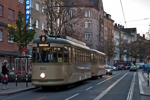 An der Siemensstraße ist es nicht mehr weit zum Betriebshof, in den Wagen 250 sogleich einrücken wird.