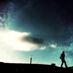 空を背に…