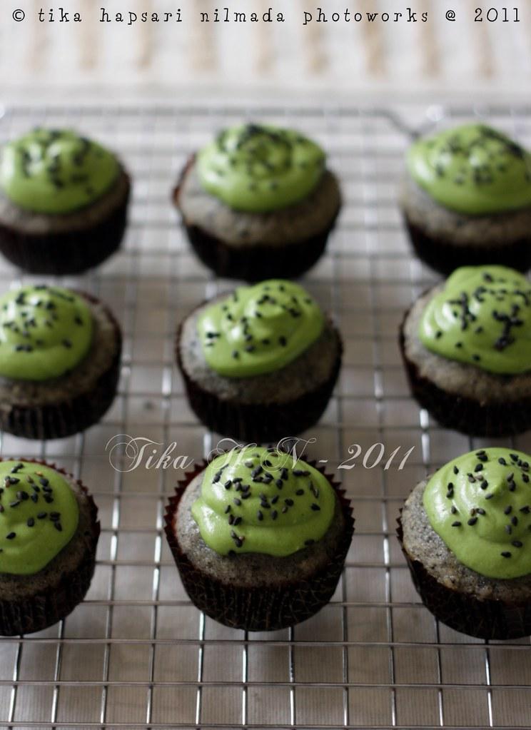 (Homemade) - Black sesame matcha cupcakes