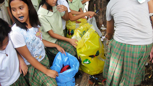 Elementary pupils lining up as they took turns in segregating garbage dumped at a corner inside their school compound. (Tashuana Alemania)