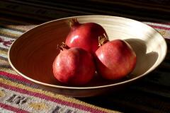 Autumn in a bowl (cu♥re di marmo) Tags: light food three bowl pomegranates granatäpfel