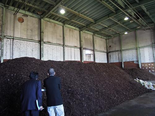 久喜宮代衛生組合 生ゴミ減容化及びHDM堆肥化処理施設 生ゴミを菌と混ぜて堆肥にする。臭いもあまりない。