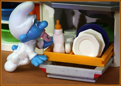 Helping (Rigib) Tags: blue shadow baby macro cup canon miniature bottle dish small bowl ah dishwasher 60mm smurf bb schlumpf pitufo niemowl bambino schlmpfe schtroumpf    dt  peyo puffo  f180 lens00025   babysmurf img5709     moulov sanafer