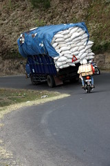 rice transport (marfis75) Tags: travel bali indonesia countryside october asia asien traffic rice sommer transport creative commons reis laden cc creativecommons landschaft verkehr indonesien fahren reise lkw laster ladung 2011 scke october11 transportieren marfis marfis75 october2011 sackreis ubotbali abwrtzs