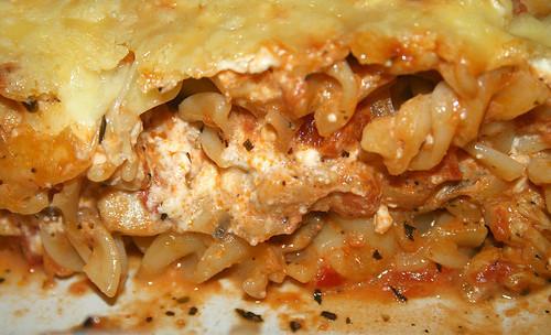 50 - Putengyros-Nudelauflauf / Turkey gyros noodle casserole - CloseUp