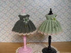Dark green Vs Light green