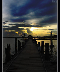 Sunset on U Bein bridge // 2 (Romain Gac) Tags: canon fisherman burma bein u myanmar burmese amarapura ubein birmanie 500d poulout