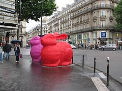 Lapins Envahissent_0074 (Red Pebbles) Tags: pink red paris haussmann thegap rabbits printemps boulevardhaussmann lapins auprintemps printempshaussmann grandsmagasinsduprintemps crackingartgroup printempsdepartementstore lapinsenvahissent