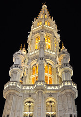 Grote Markt - Bruxelas (Richard Morais) Tags: travel light summer luz night 50mm nikon europa europe belgium belgique grandplace cityhall 14 belgi bruxelles best unesco explore richard viagem noite townhall vero turismo brussel bruxelas grotemarkt prefeitura belgien turism blgica 2011 d5000 hotldeville richardmorais stadhuisvanbrussels