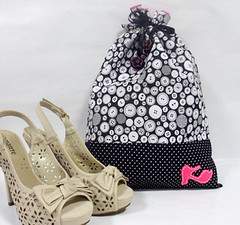 porta_sapatos1 (Haikai Estudio / Atelier) Tags: craft haikai saquinhos shoesbag feitoamo portasapatos