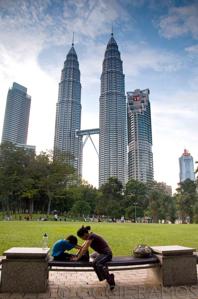 Malaysia - Petronas Tower Day Scene