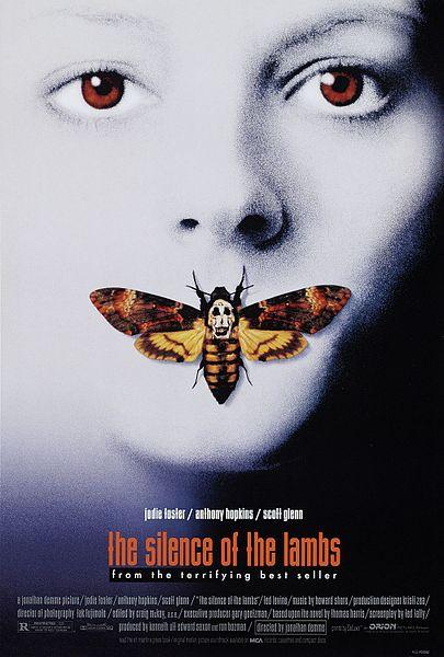 《沉默的羔羊》電影海報,女主角臉上停的正是鬼臉天蛾。圖片來源:維基百科。