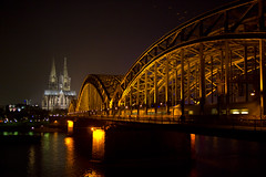 tourist photography is no crime #2 (westhues) Tags: bridge train pen lumix cathedral cologne olympus 20mm epl1 100commentgroup mygearandme flickrstruereflection1 flickrstruereflection2 flickrstruereflection3 flickrstruereflection4 flickrstruereflection5 flickrstruereflection6 flickrstruereflection7
