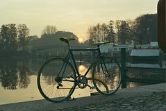 daily ride [super g] (grauphilter) Tags: road morning film bike analog sunrise early fuji minolta harbour grain iso 400 1998 expired colnago hafen sonnenaufgang xd7 korn fujicolor oranienburg supergplus colornegativ colner mdrokkor50mmf17 schlosshafen