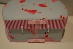 Maleta Ballet (L'atelier de Roseanne Presa) Tags: presente malinha frasqueira maletadecartonagem frasqueirabailarina maletabailarina