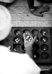 Bao game in Lamu - Kenya (Eric Lafforgue) Tags: africa island hand kenya culture unescoworldheritagesite gamer afrika tradition lamu bao swahili afrique eastafrica qunia lafforgue  qunia  111093   kea   tradingroute a