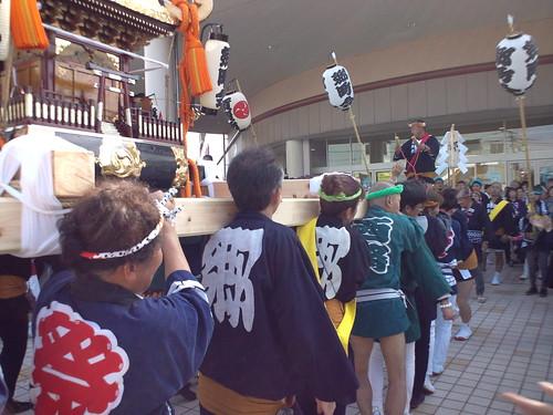 郷の神輿はただ今、イトヨにてランチ休憩中です~肩痛い(x_x;)