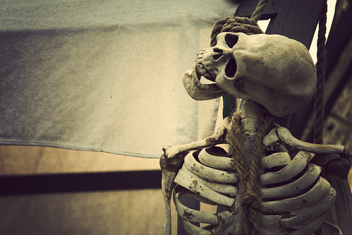 skeleton skull creepy spooky bones hanged