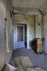 (De l'autre ct...) Tags: leipzig hdr immeuble urbex papierpeint 2011 canoneos5d photomatix dsaffect