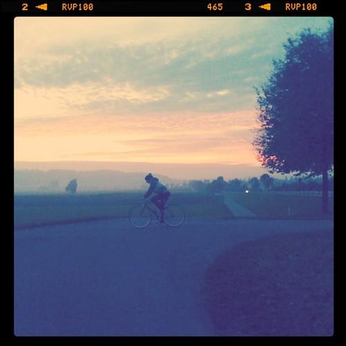 Mein Drahtesel und ich, wir reiten in den Sonnenuntergang...