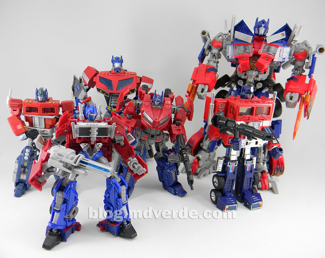 "Transformers Optimus Prime  ""Transformers Prime"" Deluxe SDCC - modo robot vs otros Optimus"