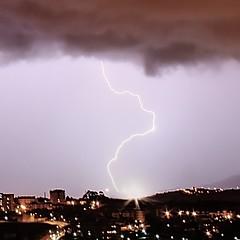 Rayo e impacto sobre Leioa. Detalle (carlosolmedillas) Tags: light sky cloud storm noche ray cielo tormenta nocturna rayo nube meteo impacto meteorologia lightstorm resplandor fenomeno
