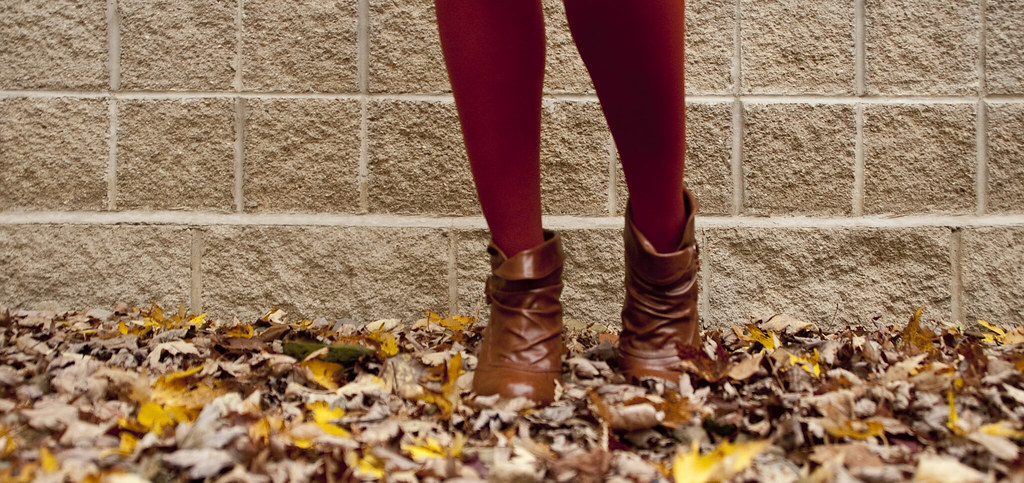 rust tights, how to wear, bright tights, fall trends, short boots, red-orange, fall colors