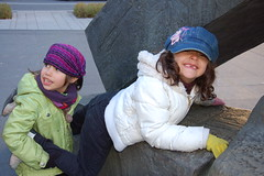 Occupons Montreal - Clara e Sara pintando (tiagovaz) Tags: canada d50 nikon quebec montreal 18105mm occuponsmontreal