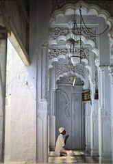 Praying (rasenkantenstein) Tags: old india white film analog 35mm vintage temple dress prayer pray frame positive 1960s garm horstschubert