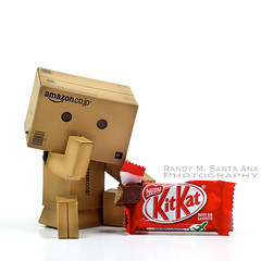 154/365: Have A Break. (Randy Santa-Ana) Tags: toys candy sweet chocolate kitkat danbo danboard 365daysofdanbo danbopose