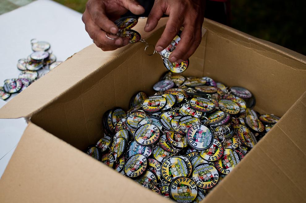 Dos mil llaveros del Chopp Fest fueron vendidos el sábado 5 de Noviembre en Colonia Independencia, como parte de la variedad de souvenirs disponibles para llevar por módicas sumas. (Elton Núñez)