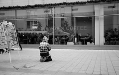 Joulun odotusta (Antti Tassberg) Tags: street people blac