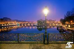 Calm (A.G. Photographe) Tags: bridge paris france art seine ga french nikon raw cité ile ag pont uga nikkor fx péniche hdr parisian anto pontdesarts parisienne xiii parisien 1424 d700 antoxiii hdr9raw agphotographe