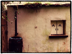 Cottage, County Meath, Ireland. (Oliver Kennedy) Tags: pictures ireland tourism farmhouse photography pics map farm picture meath countymeath republicofireland boynevalley comeath skryne goireland irelandpics picturesofireland irelandpictures meathco oliverkennedy meathtourism meathcoco