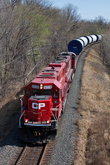 CP 6228 - Windmill Train - Hastings, MN (John Fladung) Tags: railroad train canadianpacific cp emd hastingsmn emdsd60 soo6062 windmilltrain cp6228