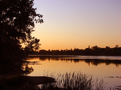 Sunset, Crescent Lake, Portage la Prairie (tetejaune) Tags: sunset lake canada water manitoba crescentlake portagelaprairie