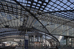 Berlin HBF (Pieter Musterd) Tags: berlin station architecture canon germany deutschland eos raw gare bahnhof railwaystation hauptbahnhof 5d modernarchitecture architectuur duitsland bombardier berlijn berlinhauptbahnhof modernearchitectuur berlinhbf canoneos5dmarkii pietermusterd 5dmarkii