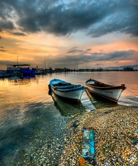 nciralt sunset, zmir (Nejdet Duzen) Tags: trip travel sunset sea cloud reflection turkey boat trkiye deniz sandal izmir bulut gnbatm yansma turkei seyahat inciralt saariysqualitypictures mygearandme ringexcellence musictomyeyeslevel1