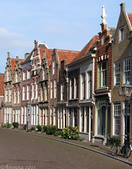 Hofstraat ( Annieta  Off / On) Tags: city houses nature netherlands canon gevels nederland natuur powershot september dordrecht s2is soe ville stad allrightsreserved huizen zuidholland 2011 binnenstad olddutch oudhollands annieta bej hofstraat usingthisphotowithoutpermissionisillegal mygearandme