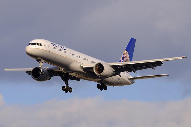 United Airlines Boeing 757-222 (N594UA)
